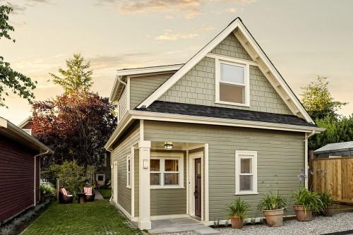NorthVancouver_coach_house_exterior.jpg