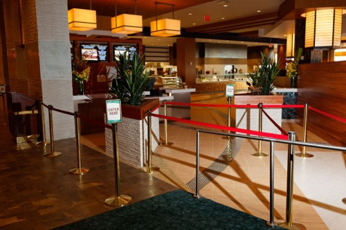 resorts-world-casino-queens-buffet-line-queue.jpg